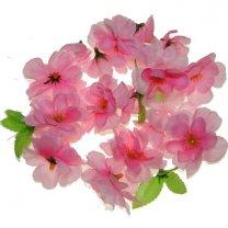 Fel roze bloesem met blaadjes