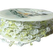 Wit lint met rozen en groene accenten, 11mm