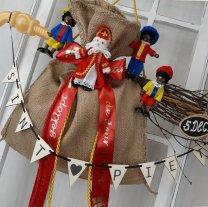 Houten vlaggenlijn, Sint & Piet