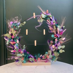 Grote staande ring met roze, teal en paarse droogbloemen en clipvaasjes, 57cm