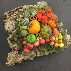UITVERKOCHT; Herfstdecoratie met groot stuk kurk 30x25cm