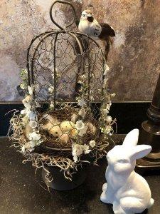 UITVERKOCHT; Mini draadstolp op voet met bloemetjes