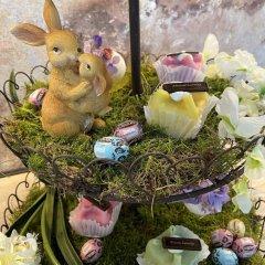 NIEUW! High tea, etagere met bloemen eieren