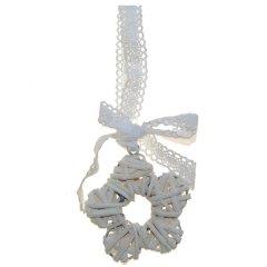 Rieten bloemetje wit/creme met kanten lintje, 6cm