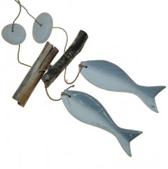 Setje houten vissen met hout en stenen