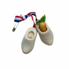 Houten klompjes met een klein houten worteltje, 4cm