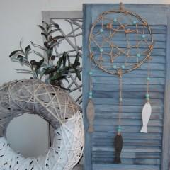 Dromenvanger taupe met turquoise houten kralen, 29cm