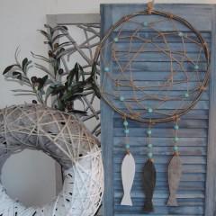 Dromenvanger taupe met turquoise houten kralen, 39cm